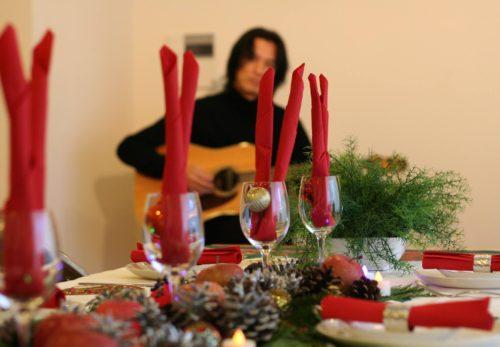 明日はいよいよ今年最後のライブ!今回はクリスマスソングも演奏します。